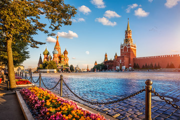 Tuinposter Moskou st. basil's cathedral and spassky tower on Red Square