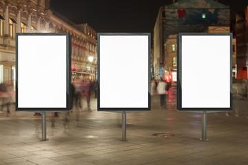Blank street billboard at night. Fotomurales