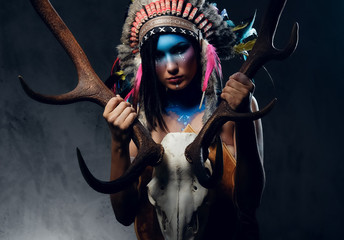Foto op Aluminium Body Paint Indian female holds an antler skull.