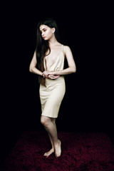 Junge Frau mit Kleid