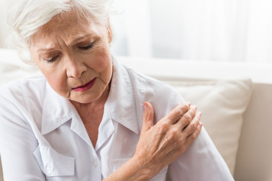 Aging lady is feeling ache in her body