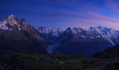 Fotomurales - Campfire at a campsite in the mountains near Chamonix, France, during a colorful sunset.