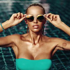 Fashion portrait of beautiful blonde woman in sunglasses
