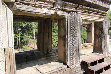Foto op Canvas Tuin Window of the ancient temple in Cambodia