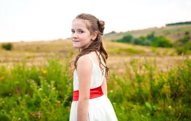 Девочка белое платье