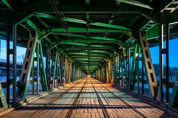 Obraz Tory na moście Gdańskim w Warszawie - fototapety do salonu
