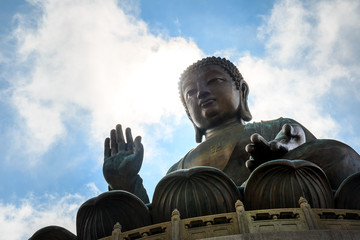 Tian Tan buddha statue with sunshine