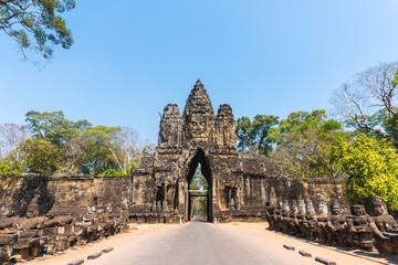 Angkor thom gate in siem reap cambodia Fototapete
