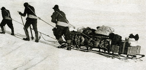 Scott's Terra Nova Expedition - men haul a loaded sledge, 1911