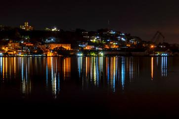 Im Hafen von Havanna bei Nacht