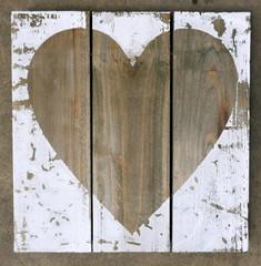 Holzbild mit Herz, Herz auf einer Bretterwand