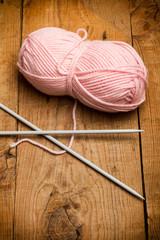 Lana y agujas de tejer