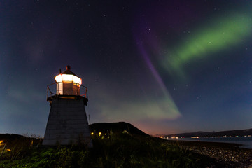 Aurora Borealis über Leuchtturm in Tromsø