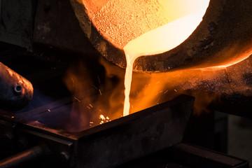 Fornace in fonderia per fusione lingotto d'oro