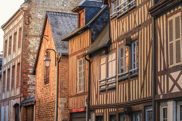 Street scene of houses of the old city centre in Honfleur, Normandy, France Fototapete