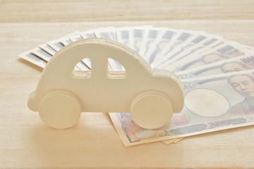 一万円札 木製の車
