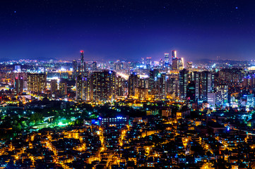 Fotomurales - Cityscape at night in Seoul, South Korea.