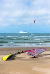 planche à voile sur la plage