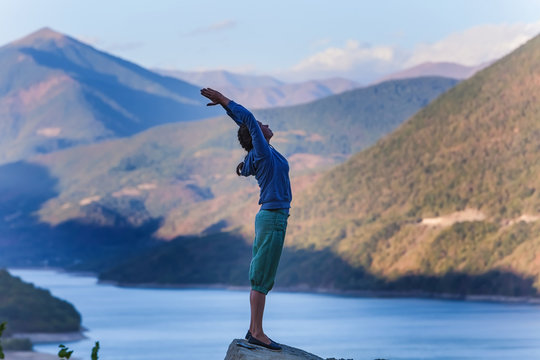 woman yoga in the mountains
