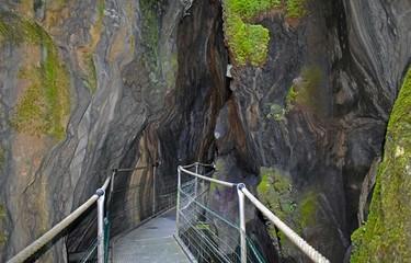 Cañones barrancos precipicios de montaña