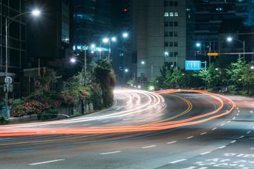 traffic lights go through city