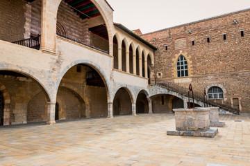 La cour du Palais des Rois de Majorque à Perpignan