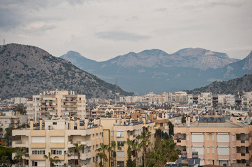 The town between the sea and the mountains 8182.