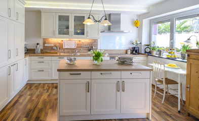 moderne Küche in rustikalem Stil