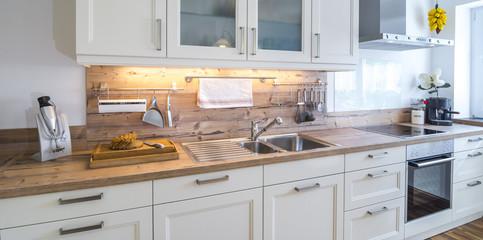 moderne Küchenzeile in rustikalem Stil