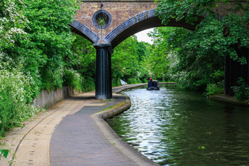 Papiers peints Canal Peaceful scenery of Regent's Canal in London