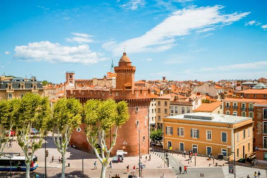 Vue sur la ville de Perpignan depuis une terrasse