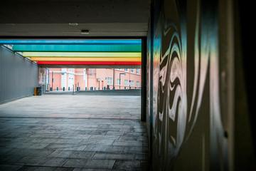 Fresques colorés dans le passage souterrain du Centre du Monde à Perpignan