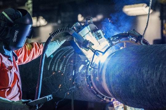 Pipe welder welding vessel piplayer