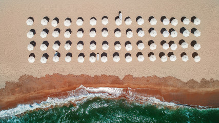 Foto op Aluminium Luchtfoto Aerial top view on the beach. Umbrellas, sand and sea waves