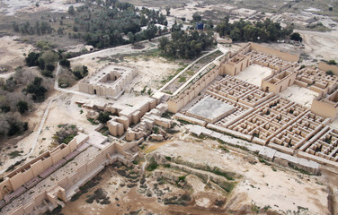 Foto op Textielframe Rudnes Restored ruins of the South palace of Nebuchadnezzar in ancient Babylon, Iraq on the right. Ruins of the North palace damaged by US occupation on the left. Beyond Processional Street is Ninmah temple.