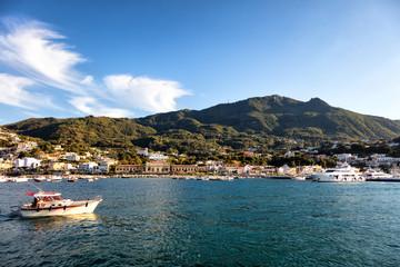 Vue sur le port de Casamicciola, Ischia,  golfe de Naples, région de Campanie, Italie