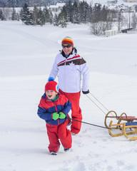 Vorfreude auf die lustige Rodelpartie im Schnee