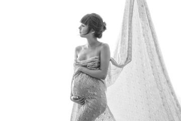 Mujer embarazada de perfil