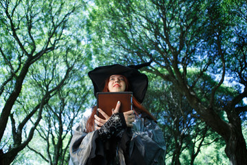Image of witch in black hat
