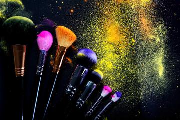 Buntes Make-up - Pinsel - Kosmetik - Make up