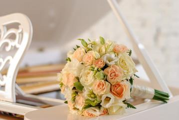 Крупная фотография свадебного букета в профессиональной фотостудии
