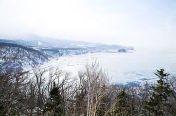 冬の知床 流氷に覆われたオホーツク海 ウトロ・北海道