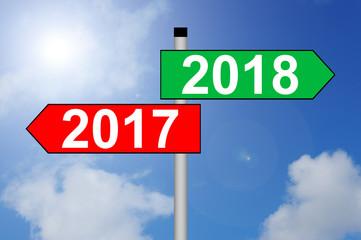 Jahreswechsel 2017 auf 2018 Wegweiser mit Himmelhintergrund