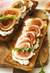 Fresh Figs and Cream Cheese Toast with Honey