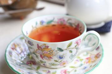 テーブルの上の紅茶