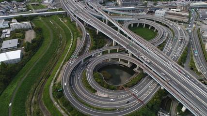 高速道路 立体交差 8月 9月 10月 11月 直線 曲線 京都 大阪 ドライブ ドローン 空撮 車 交通 クルクル 道
