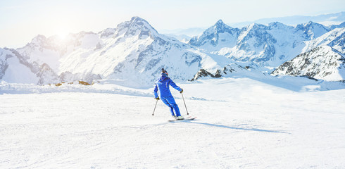 Foto auf Acrylglas Wintersport Young athlete skiing in Deux Alps french mountains on sunny day