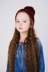Keuken foto achterwand winter little girl in hat