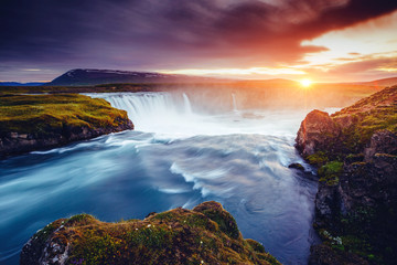The rapid flow of water powerful Godafoss cascade. Location place Skjalfandafljot river, Iceland, Europe. 壁紙(ウォールミューラル)
