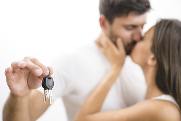 The kissing couple hold keys